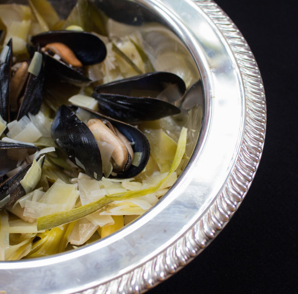 Steamed Mussels with Leeks, Garlic and White Wine